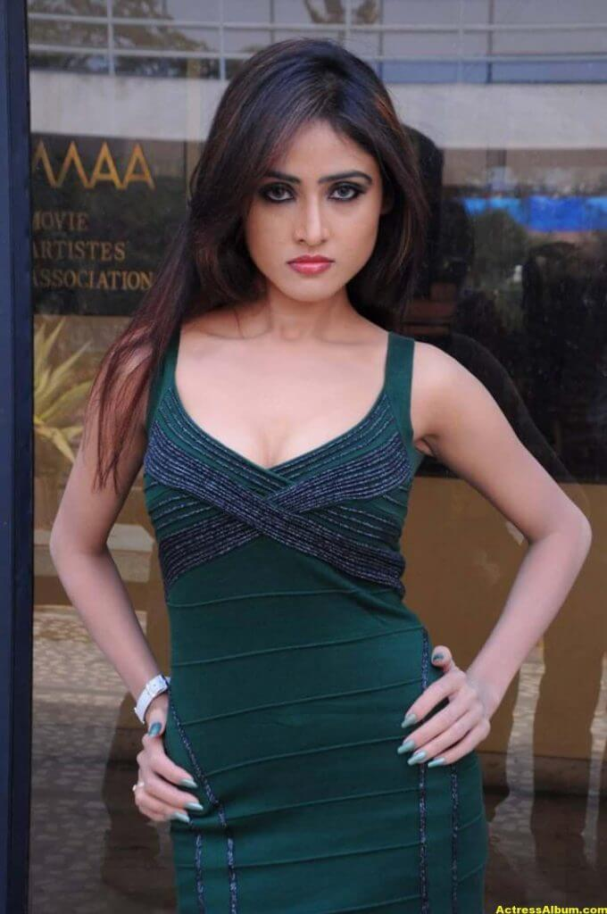 Sony Charista In Dark Green Dress Photos 6