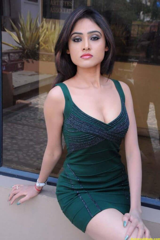 Sony Charista In Dark Green Dress Photos 7