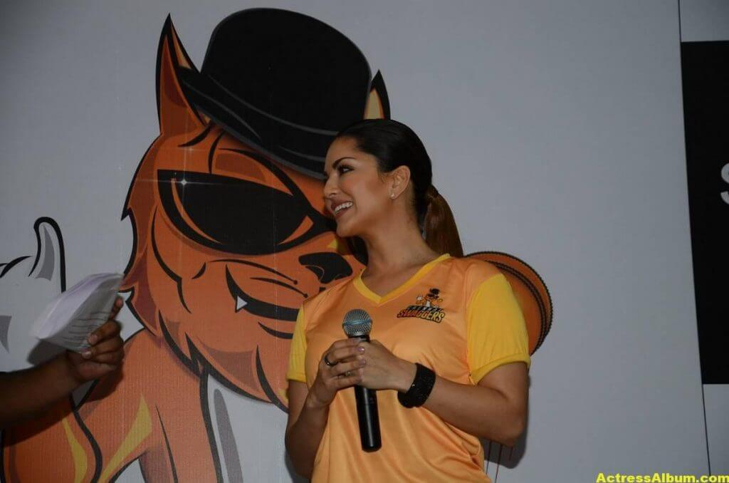Sunny Leone Latest Hot Photos In a Event 3