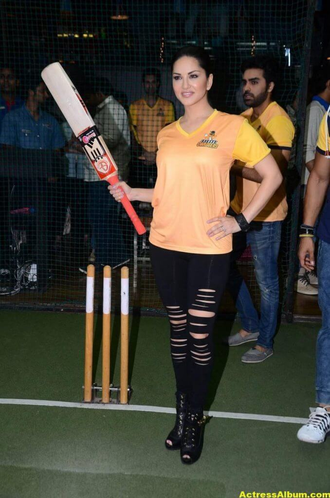 Sunny Leone Latest Hot Photos In a Event 5