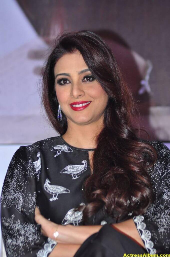Tabu Latest Hot Stills In Black Dress (3)