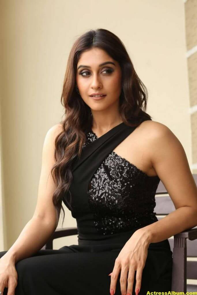 Tamil Actress Regina Cassandra Hot Photos In Black Dress 10