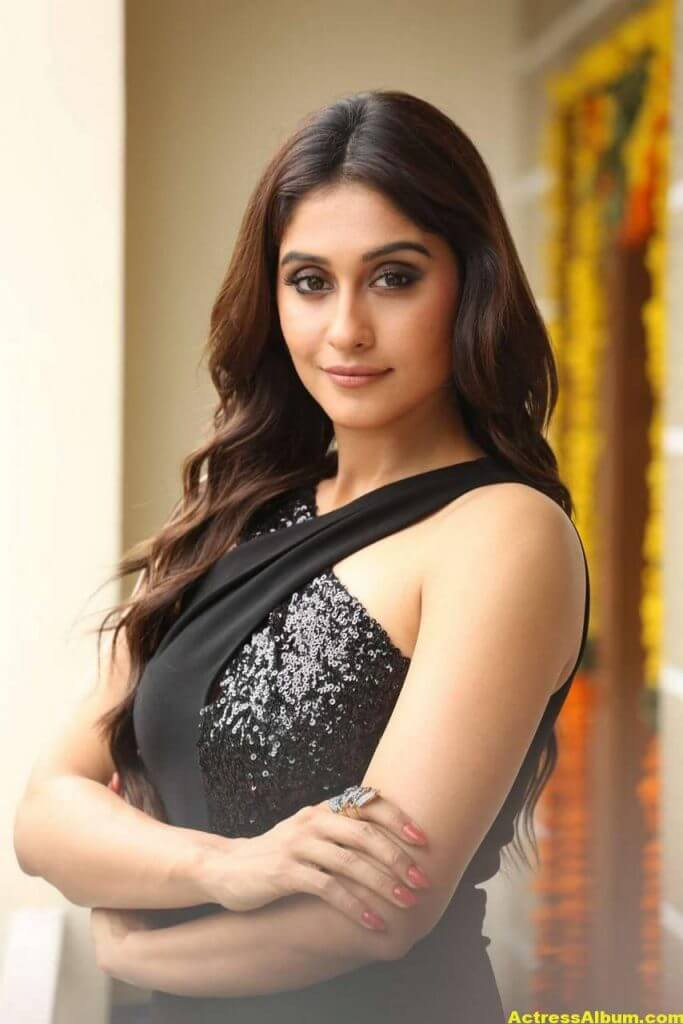 Tamil Actress Regina Cassandra Hot Photos In Black Dress 4