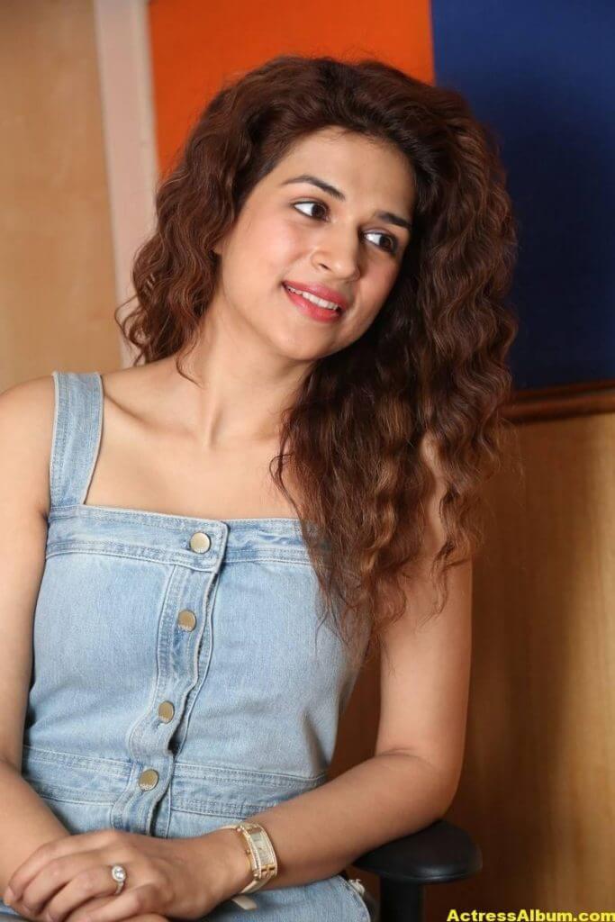 Tamil Actress Shraddha Das Latest Photos Stills 3