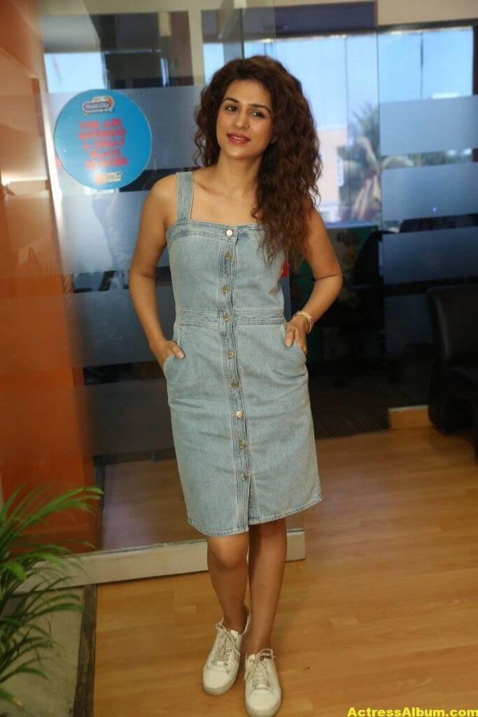 Tamil Actress Shraddha Das Latest Photos Stills 5