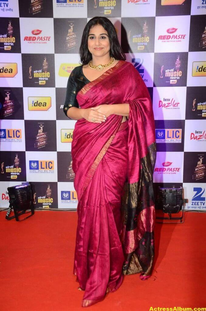 Vidya Balan At Mirchi Music Awards In Red Saree 1