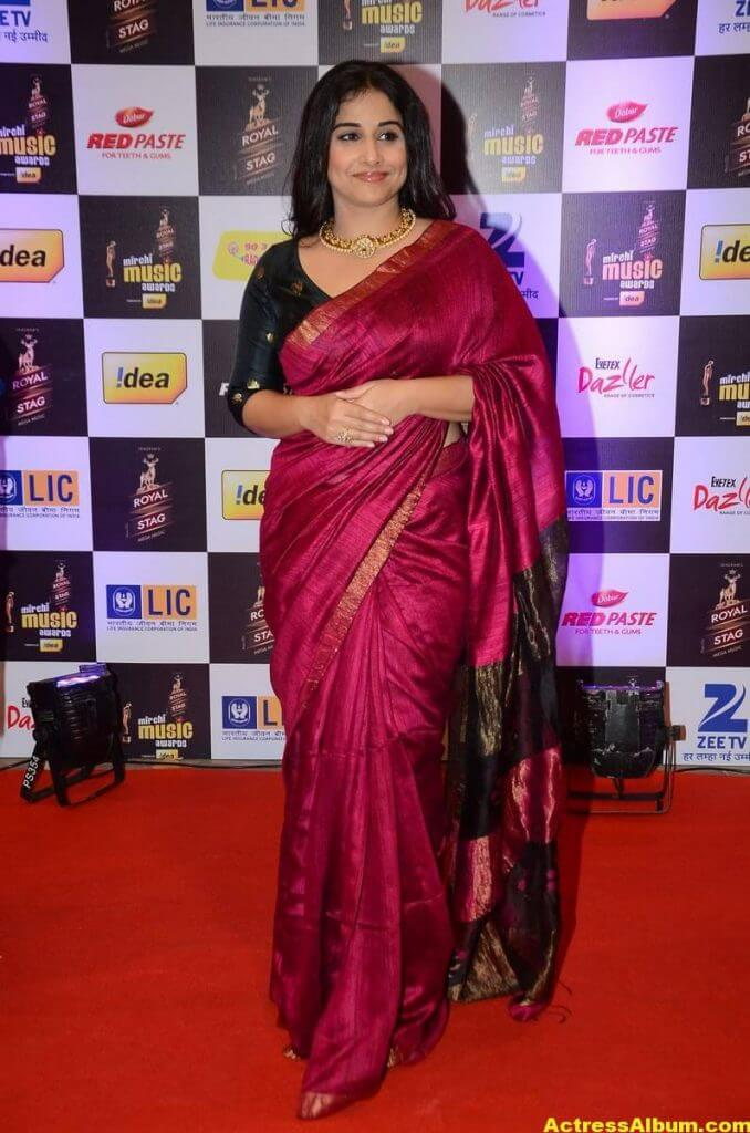 Vidya Balan At Mirchi Music Awards In Red Saree 2