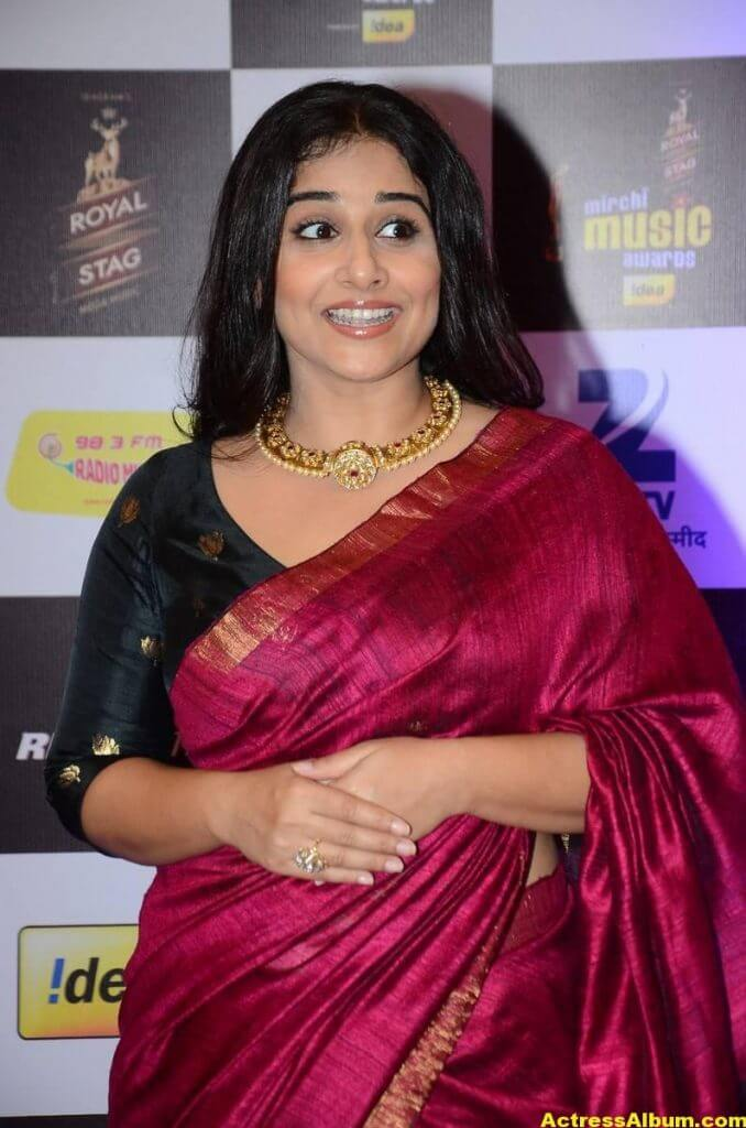Vidya Balan At Mirchi Music Awards In Red Saree 3