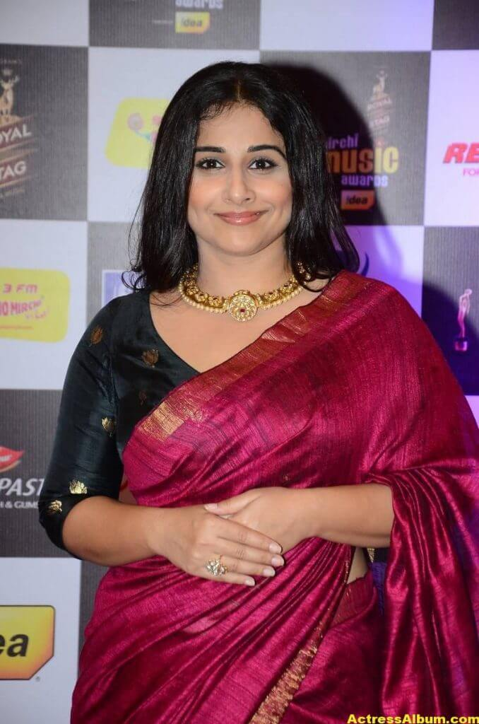 Vidya Balan At Mirchi Music Awards In Red Saree 4