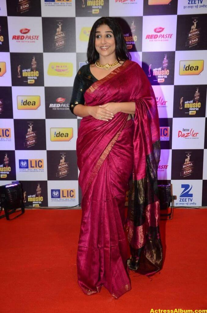 Vidya Balan At Mirchi Music Awards In Red Saree 5