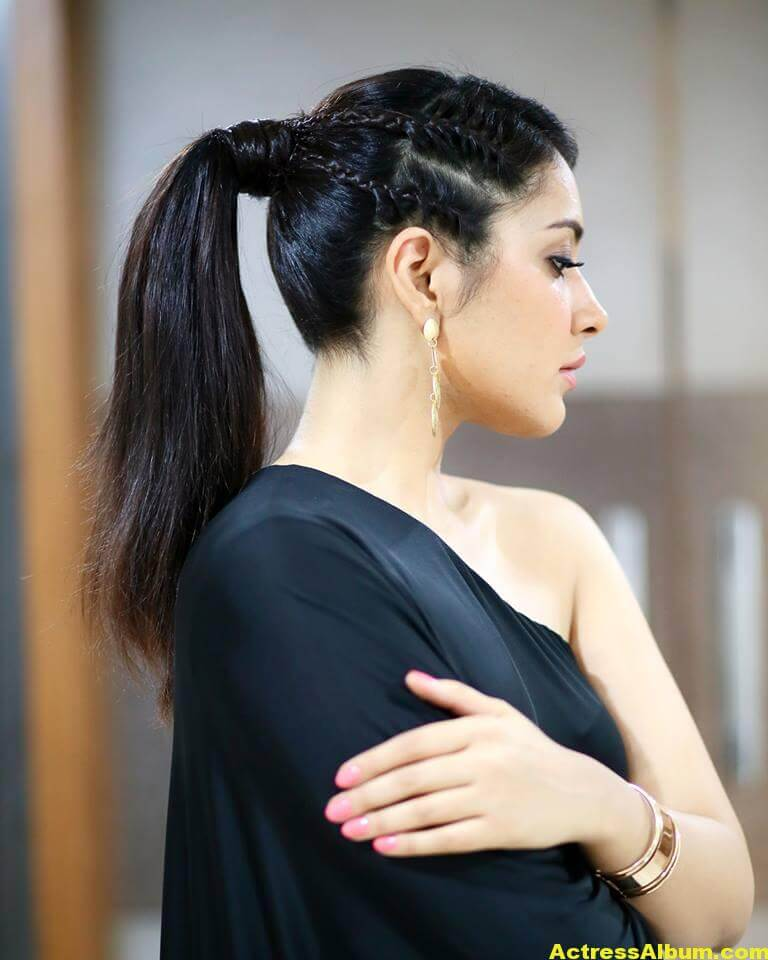 Actress Rashi Khanna Hot In Black Dress 2