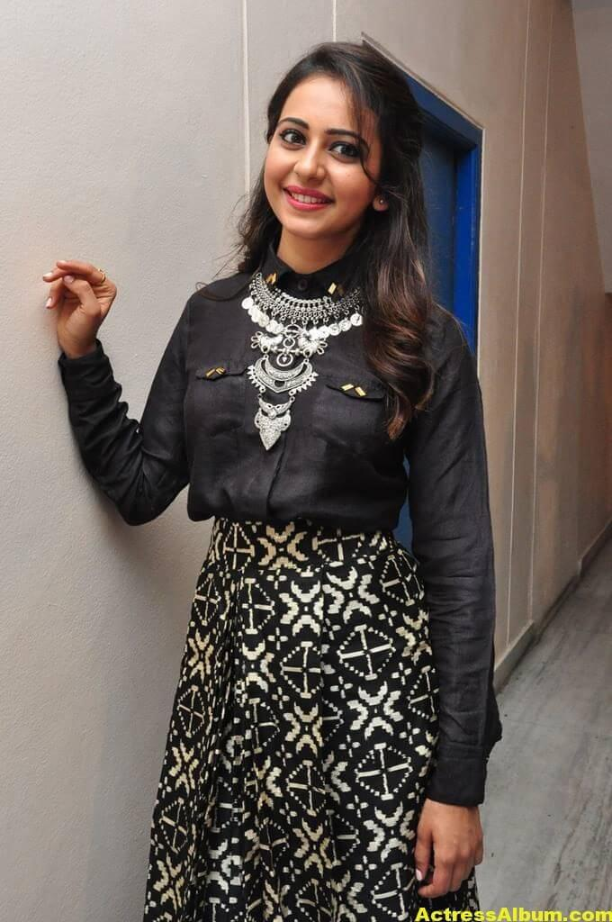 Rakul Preet Singh Hot Images In Black Dress 3