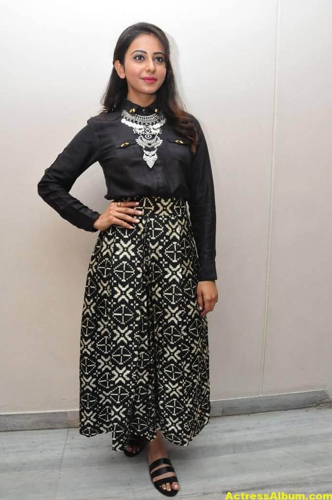 Rakul Preet Singh Hot Images In Black Dress 4