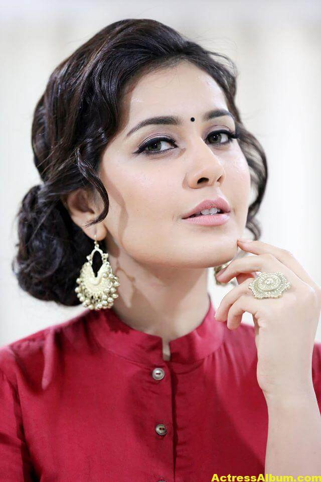 Rashi Khanna Navel Show Photos In Red Dress (3)