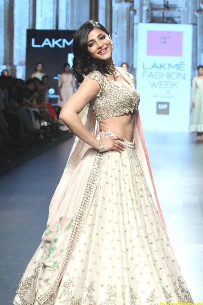 Shruti Haasan Photos At Lakme Fashion Week 2