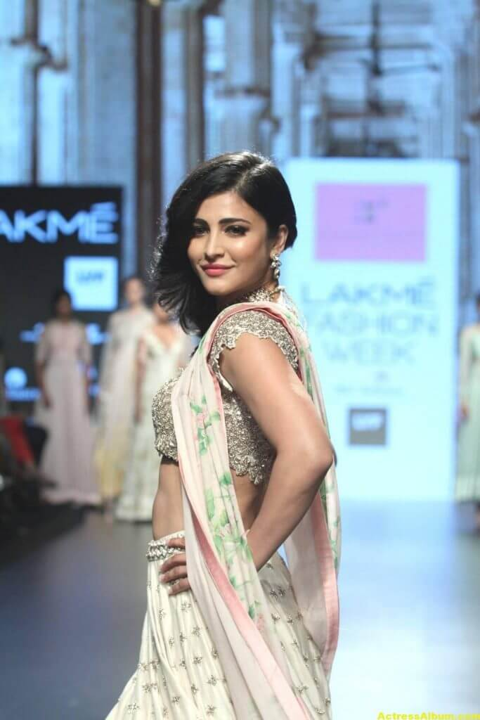 Shruti Haasan Photos At Lakme Fashion Week 6