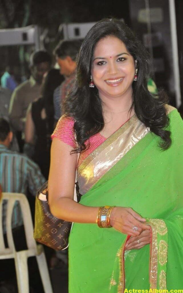 Singer Sunitha Hot Photos In Green Saree (1)