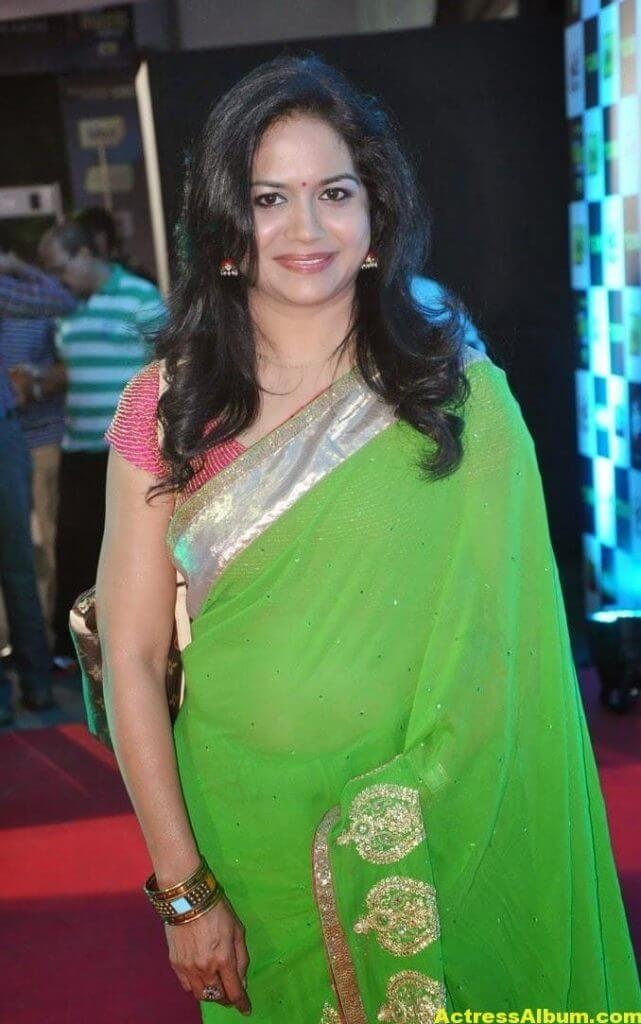 Singer Sunitha Hot Photos In Green Saree (2)