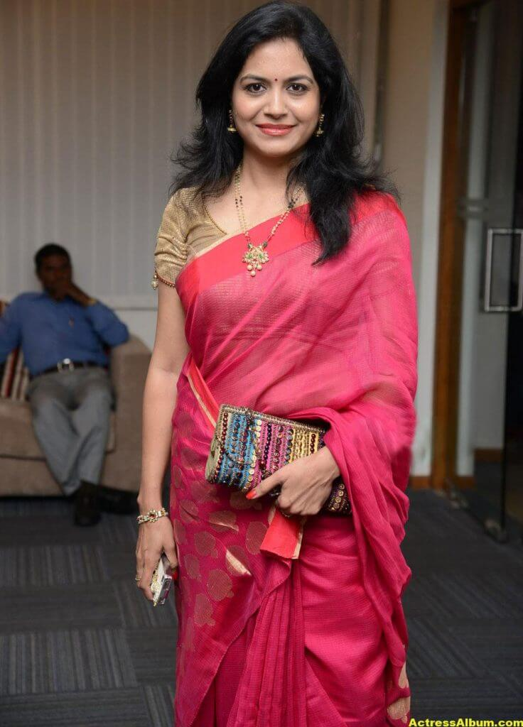 Singer Sunitha Hot Photos In Red Saree (3)