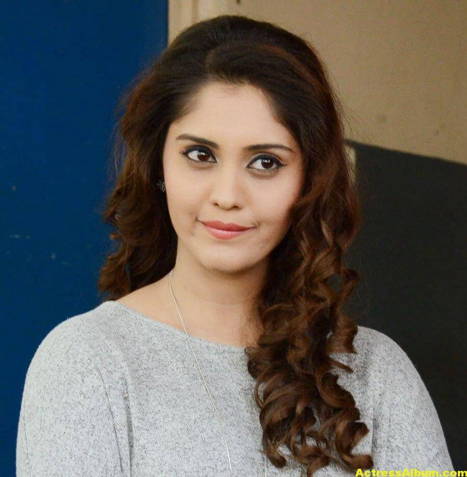 Surabhi Beautiful Pics 4