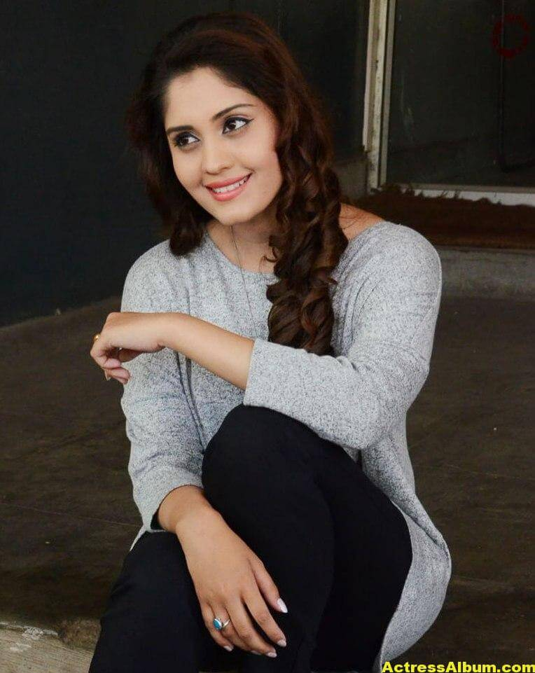 Surabhi Beautiful Pics 5