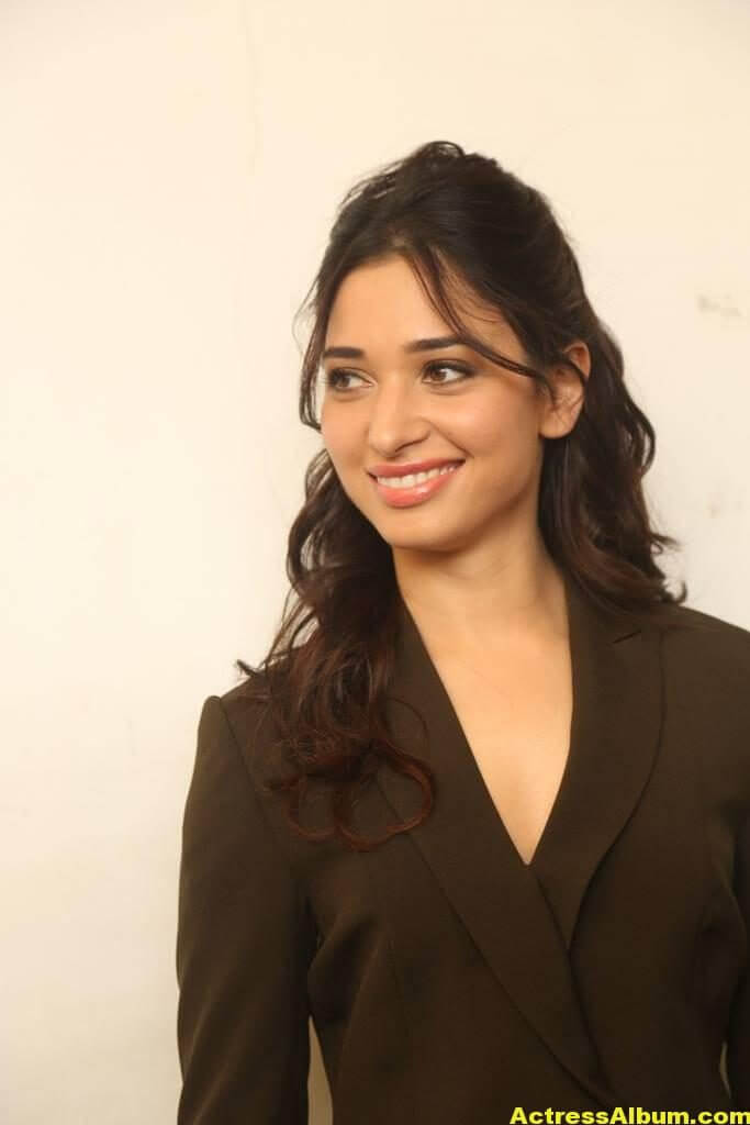Tamanna Beautiful Funny Face Photos Stills (5)