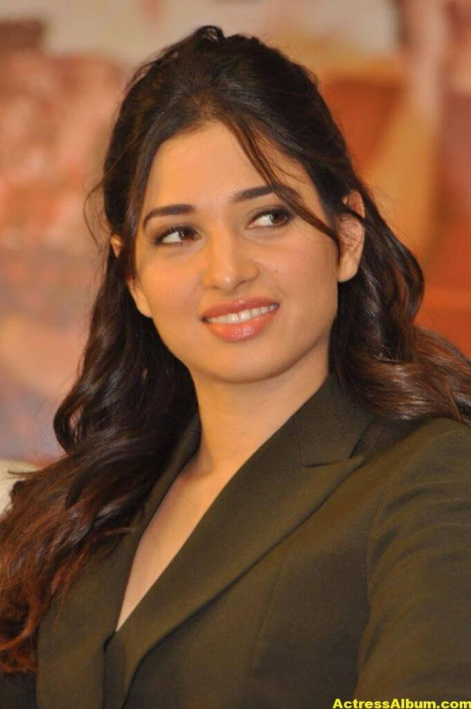 Tamanna Beautiful Funny Face Photos Stills (9)
