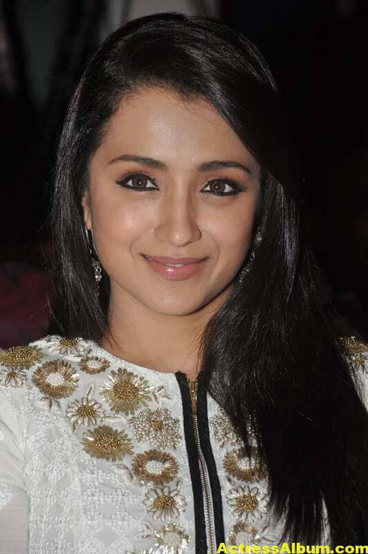 Tamil Actress Trisha Face Close Up Photos 1