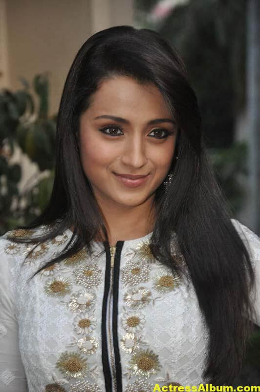 Tamil Actress Trisha Face Close Up Photos 2