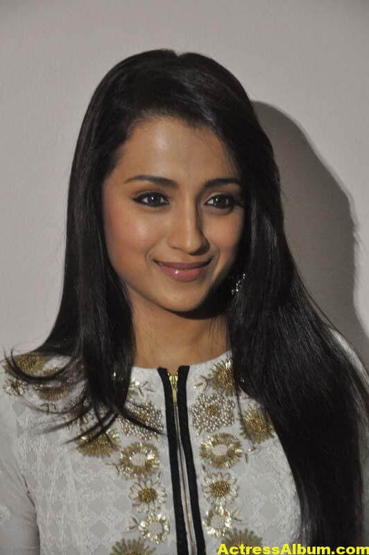 Tamil Actress Trisha Face Close Up Photos 3
