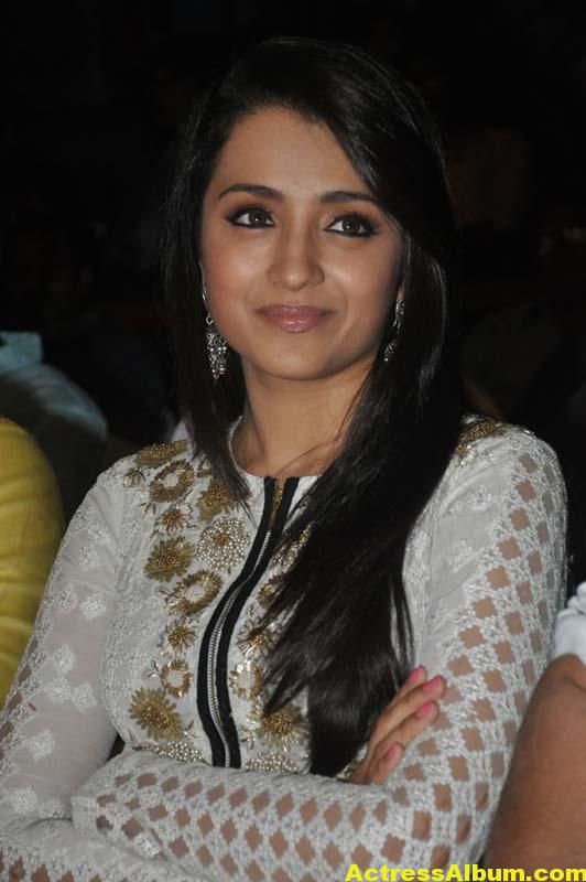 Tamil Actress Trisha Face Close Up Photos 4