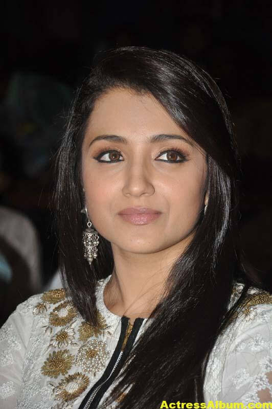 Tamil Actress Trisha Face Close Up Photos 5