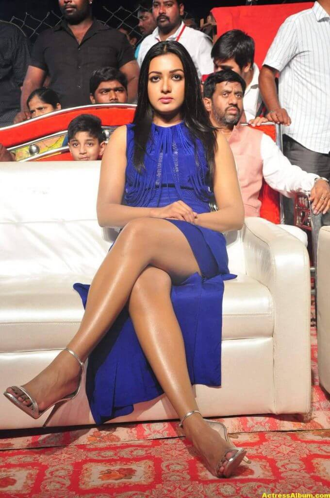 Catherine Tresa Thigh Show Images In Blue Dress 2