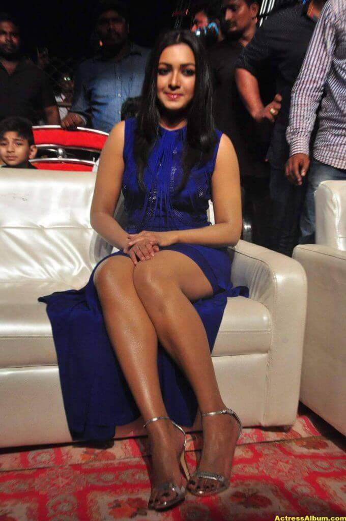 Catherine Tresa Thigh Show Images In Blue Dress 3