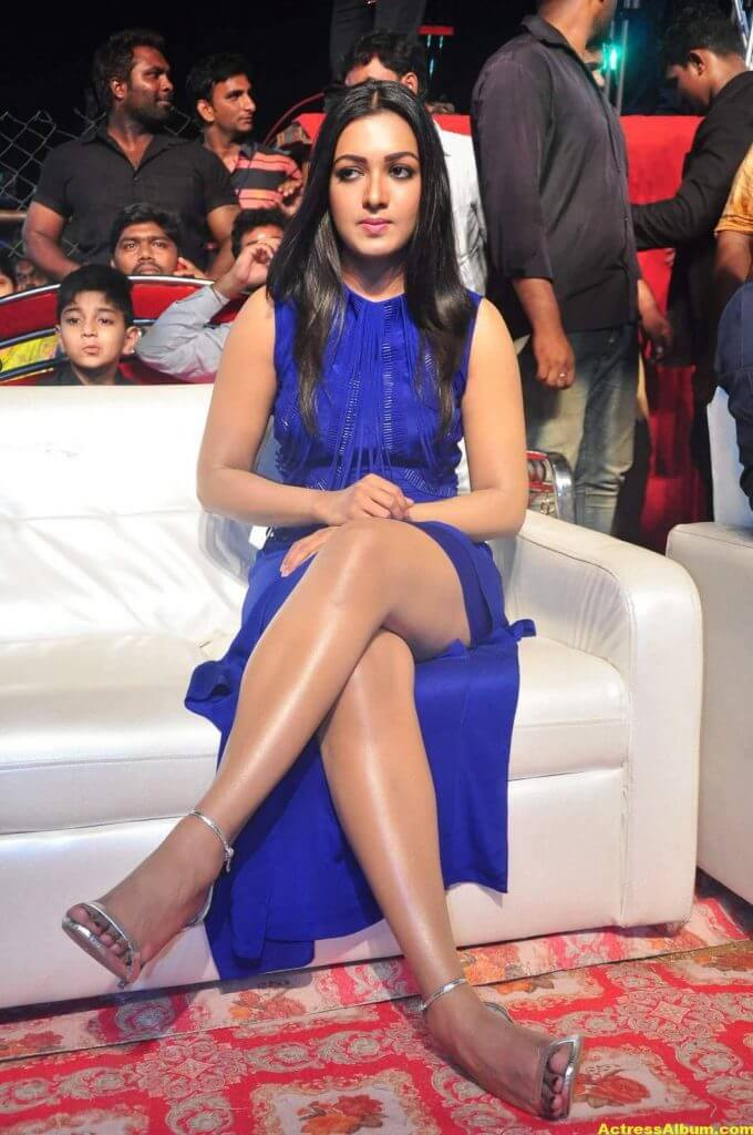 Catherine Tresa Thigh Show Images In Blue Dress 4