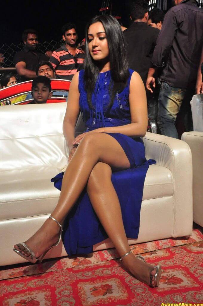 Catherine Tresa Thigh Show Images In Blue Dress 5