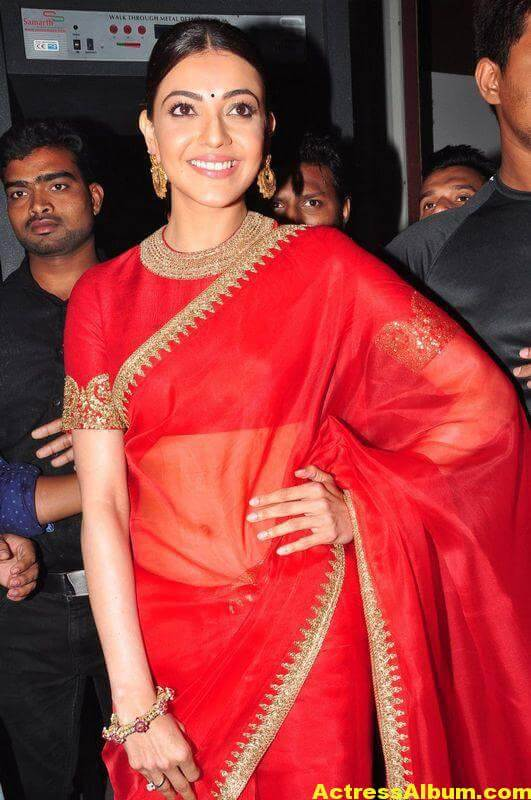 Kajal Aggarwal Navel Show Photos In Red Saree (1)