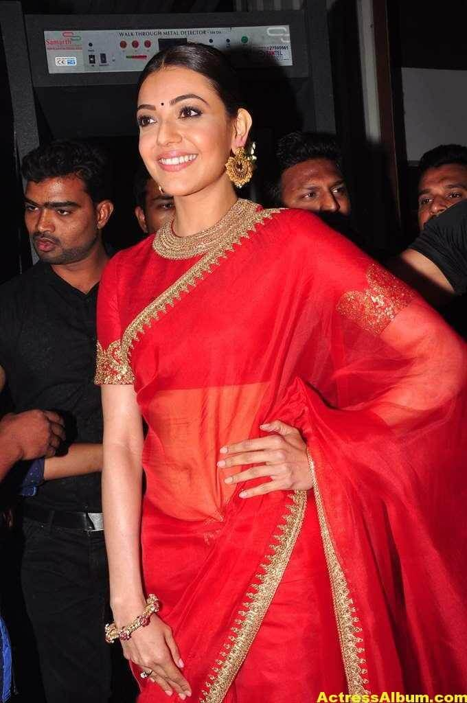 Kajal Aggarwal Navel Show Photos In Red Saree (3)