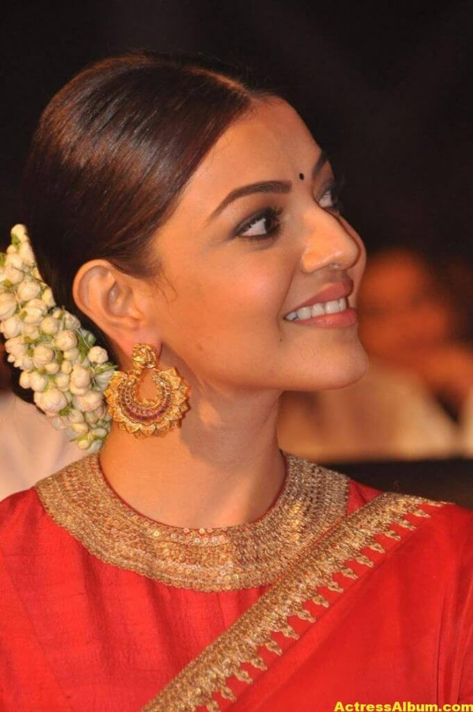 Kajal Aggarwal Navel Show Photos In Red Saree (5)