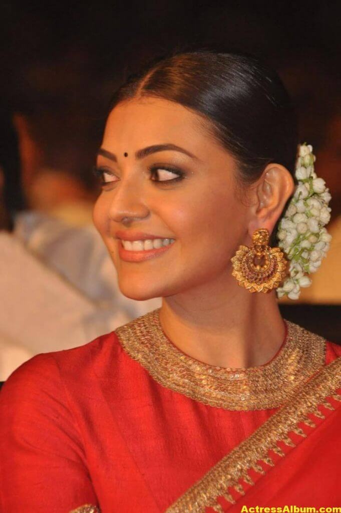 Kajal Aggarwal Navel Show Photos In Red Saree (6)
