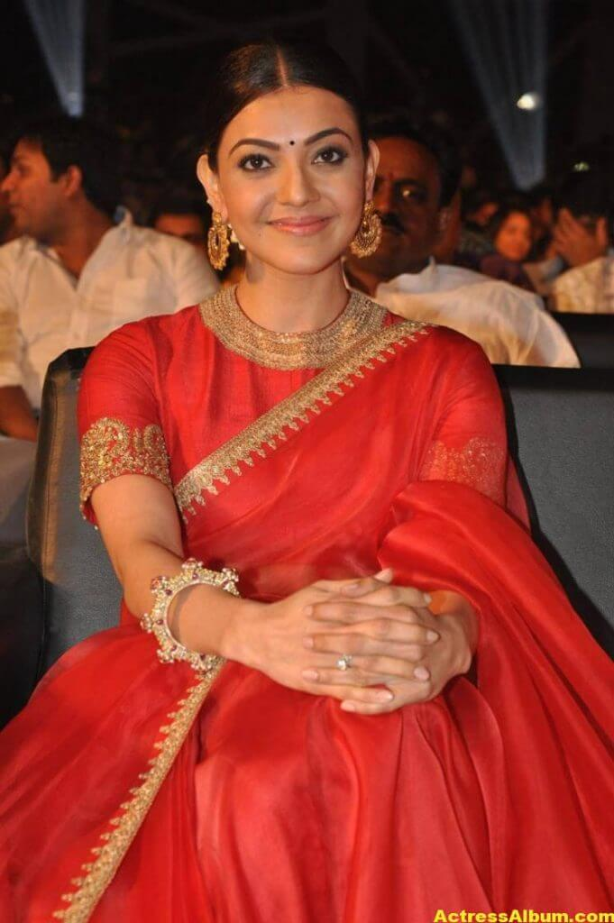 Kajal Aggarwal Navel Show Photos In Red Saree (7)