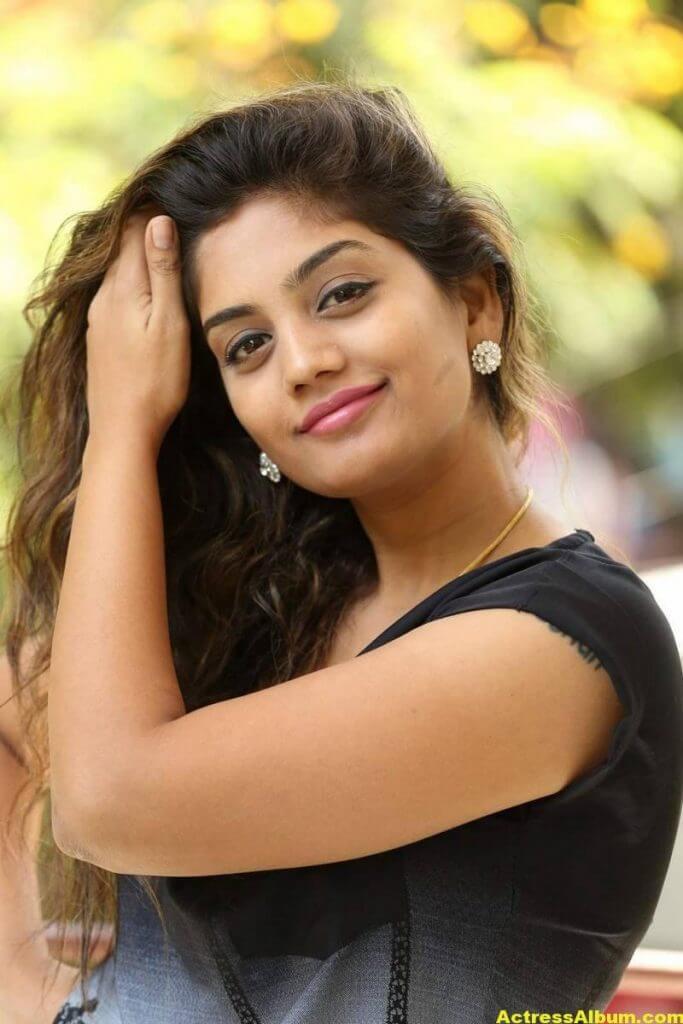 Telugu Tv Actress Karuna Hot Photos In Black Dress (1)