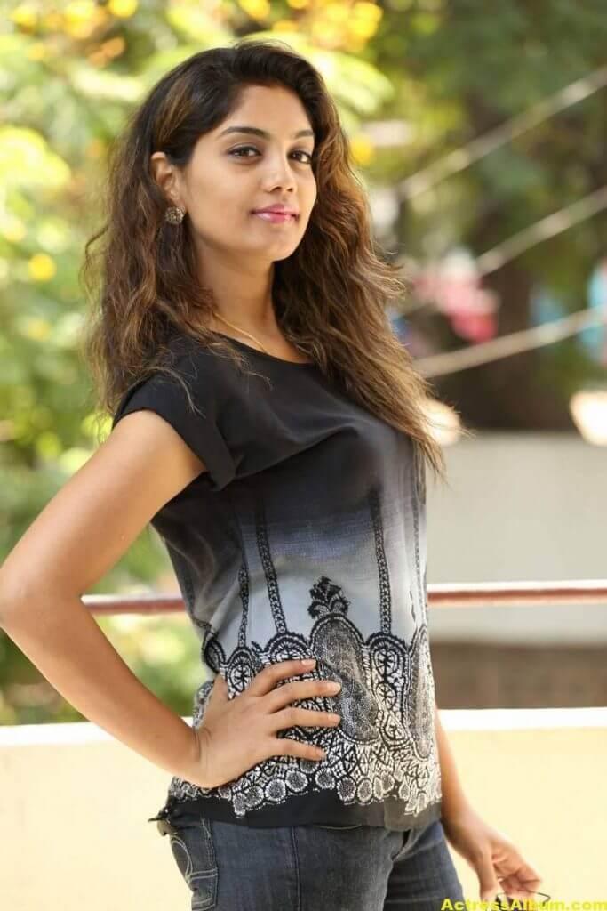Telugu Tv Actress Karuna Hot Photos In Black Dress (2)