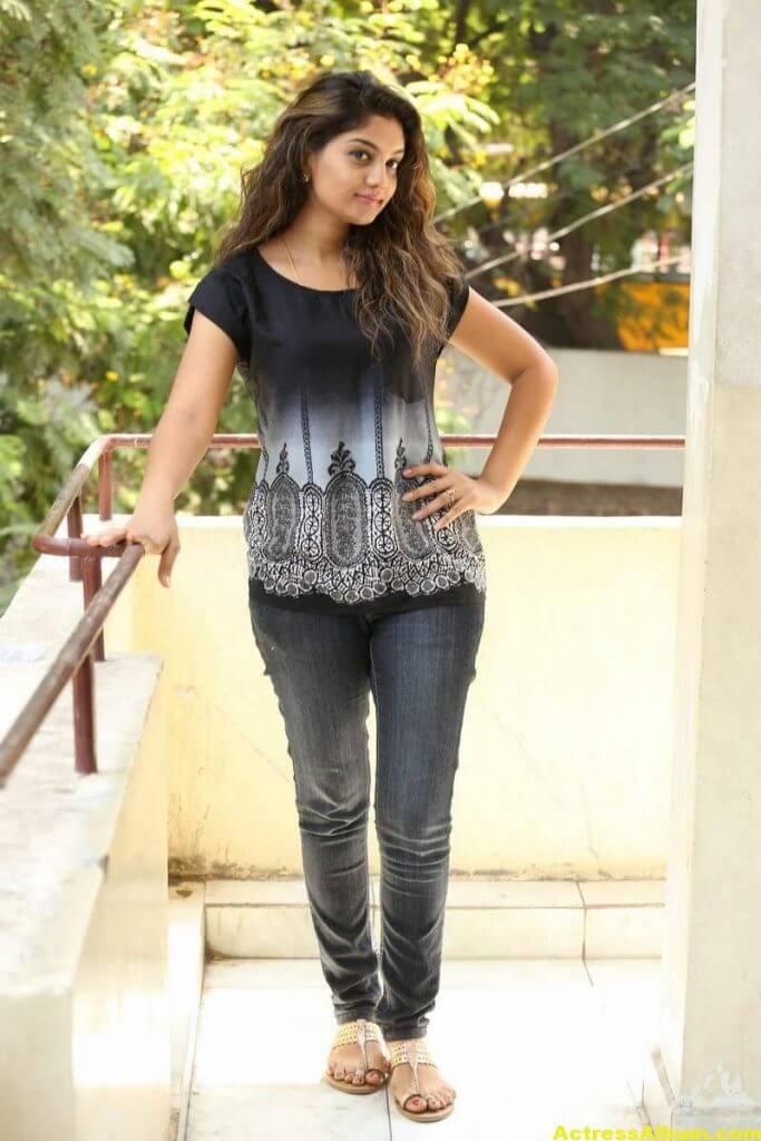 Telugu Tv Actress Karuna Hot Photos In Black Dress (4)