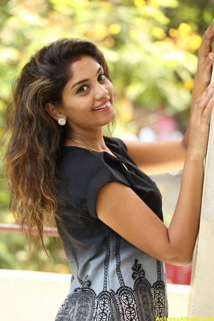 Telugu Tv Actress Karuna Hot Photos In Black Dress (5)