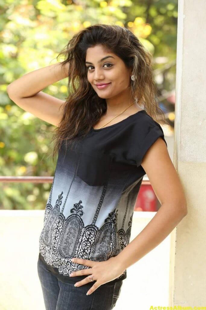 Telugu Tv Actress Karuna Hot Photos In Black Dress (7)