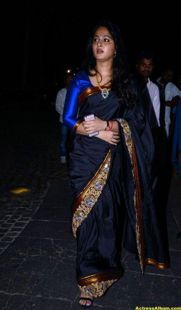 Anushka Shetty Photos In Black Saree at Filmfare Awards 1