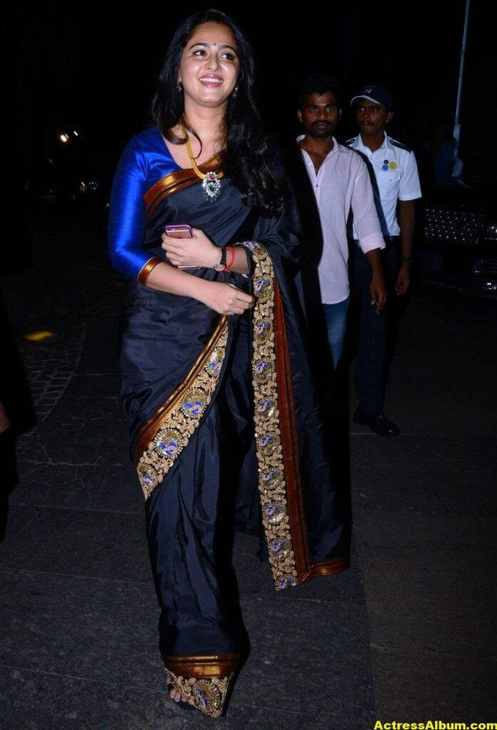 Anushka Shetty Photos In Black Saree at Filmfare Awards 2