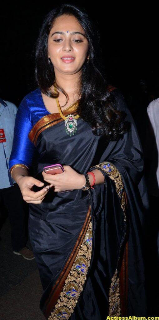 Anushka Shetty Photos In Black Saree at Filmfare Awards 3