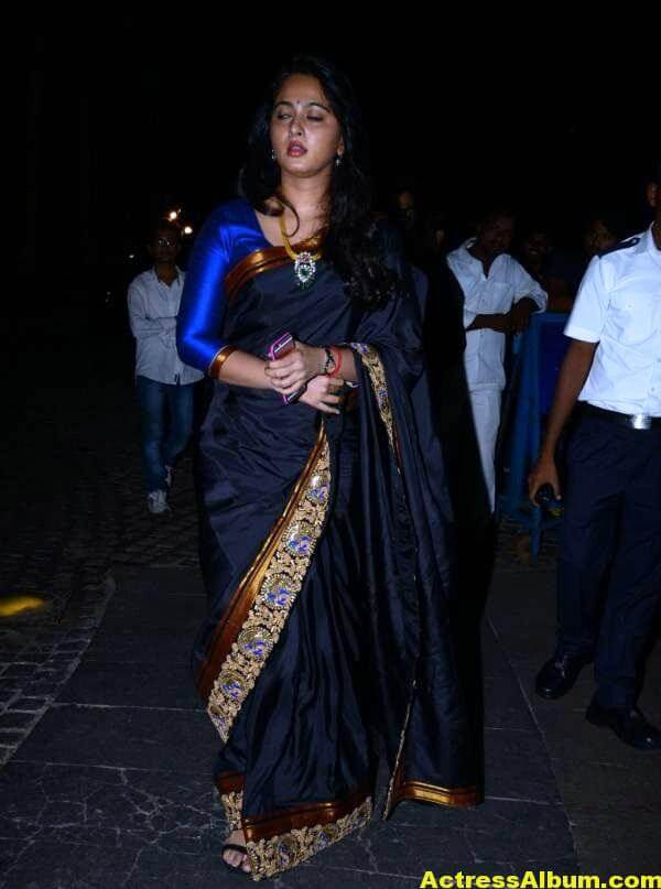 Anushka Shetty Photos In Black Saree at Filmfare Awards 4
